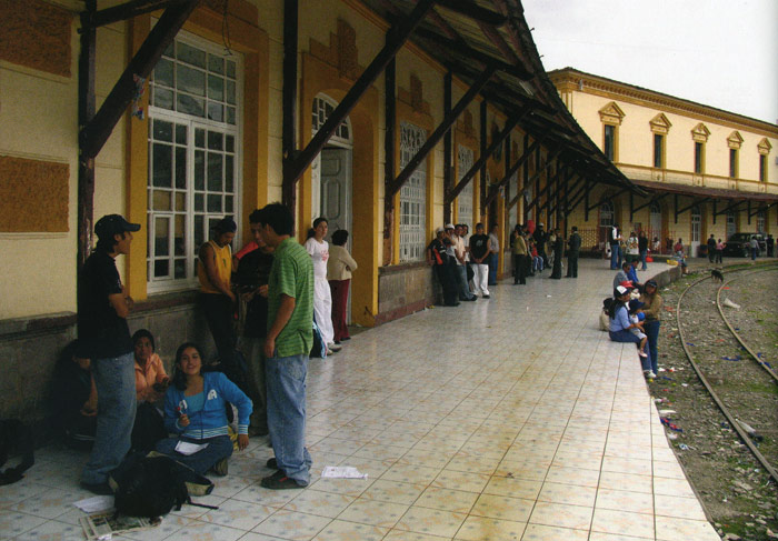 Vida en la estación de Chimbacalle