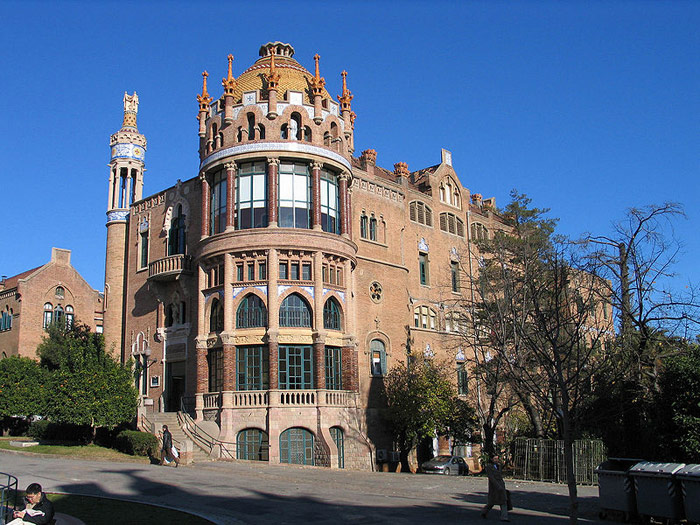 Antiguo edificio modernista del Hospital de Sant Pau en Barcelona